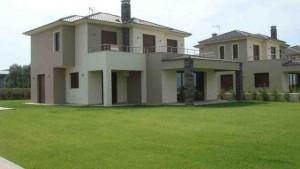 Απολυμάνση Μονοκατοικίας με κήπο - σπίτι με γκαζον