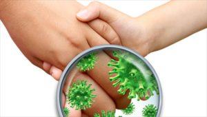 Χωρίς απολύμανση πολλά ξενοδοχεία 2 χερια κάνουν χειραψία με μικρόβια